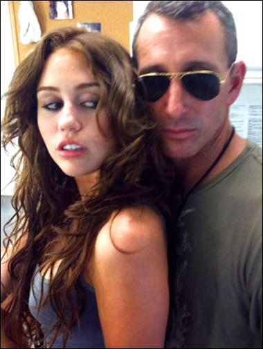 Miley_Cyrus_830769a